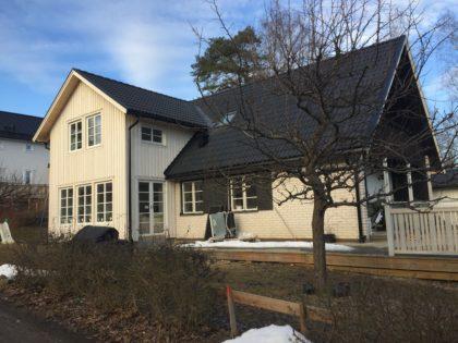 Ellaparksvägen 20, Täby – Utbyggnad två håll samt nytt tak, renovering invändigt